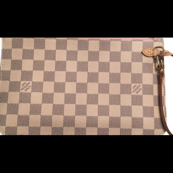 Louis Vuitton Handbags - Louis Vuitton Neverfull Pochette